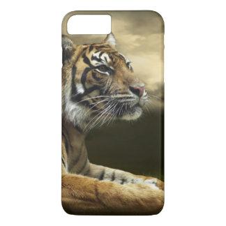 Tigre regardant et se reposant sous le ciel coque iPhone 7 plus