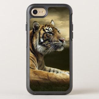 Tigre regardant et se reposant sous le ciel coque otterbox symmetry pour iPhone 7