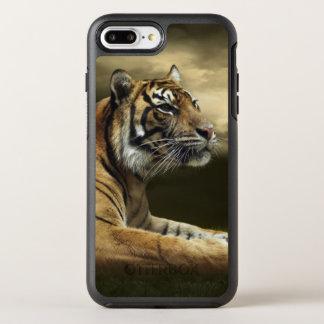 Tigre regardant et se reposant sous le ciel coque otterbox symmetry pour iPhone 7 plus