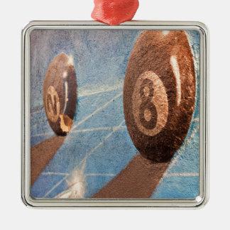 Tiré de l'illustration de boules de billard sur le ornement carré argenté