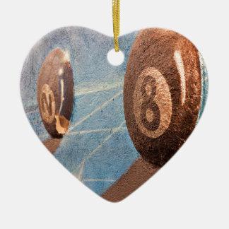 Tiré de l'illustration de boules de billard sur le ornement cœur en céramique