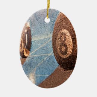 Tiré de l'illustration de boules de billard sur le ornement ovale en céramique