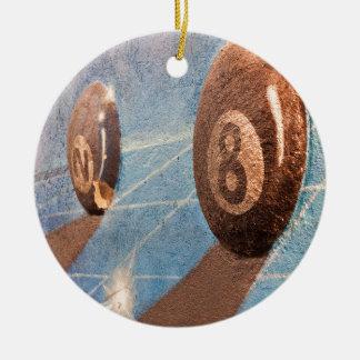 Tiré de l'illustration de boules de billard sur le ornement rond en céramique