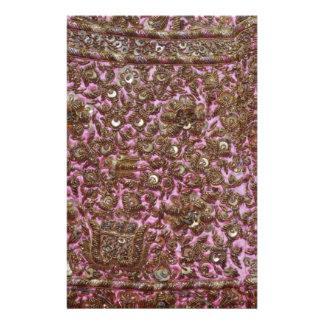 Tissu rose brodé New Delhi Inde Prospectus En Couleur