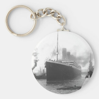 Titanic aux docks de Southampton Porte-clé Rond