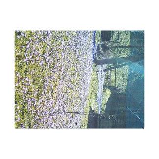 Toile Cabane et violettes