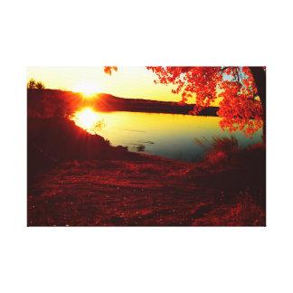 Toile coucher du soleil au-dessus de la rivière pendant
