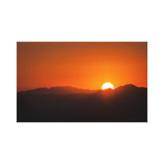 Toile enveloppée par coucher du soleil orange de