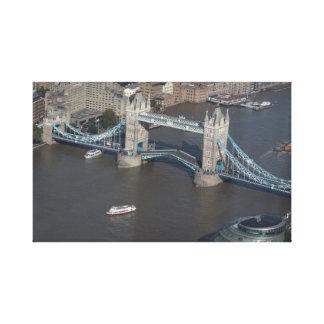 Toile enveloppée par pont de tour