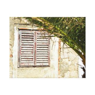 Toile Fenêtre en bois fermée dans une maison avec le