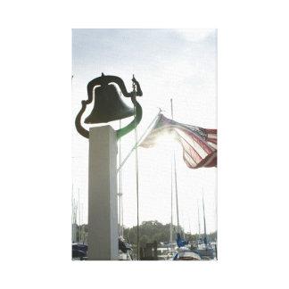Toile Ferme Bell et drapeau dans Deltaville, art de la