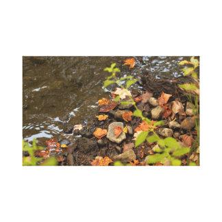 Toile Feuille d'automne par la rivière