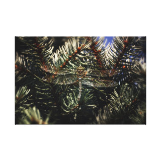 Toile Grande libellule camouflée dans l'arbre impeccable