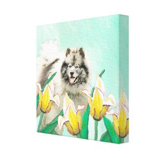 Toile Keeshond dans les tulipes