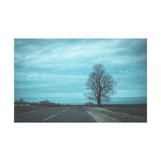 Toile L'arbre par la route