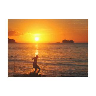 Toile Le football au coucher du soleil