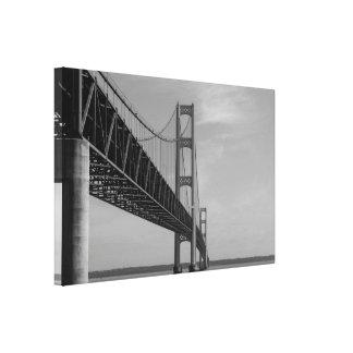 Toile Le long de la gamme de gris de pont de Mackinac