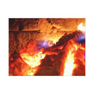 Toile Le mur de cheminée chauffant lentement en brûlant