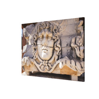 Toile Méduse découpant aux ruines grecques