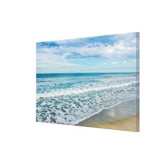 Toile Nuages et vagues intéressants à la plage