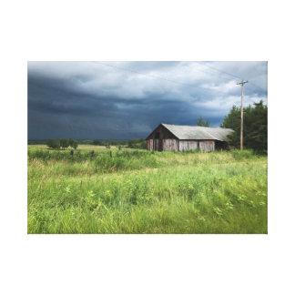 Toile orageuse de paysage de ferme de campagne du