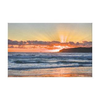 Toile Rayons de soleil d'or au-dessus d'océan