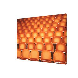 Toile Sièges oranges vides dans l'amphithéâtre