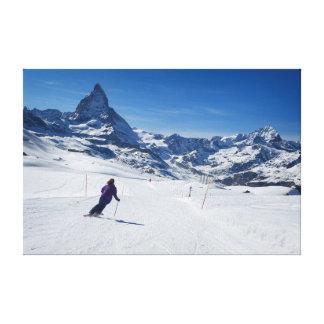 Toile Skiant avec Mt. Matterhorn dans Zermatt, la Suisse