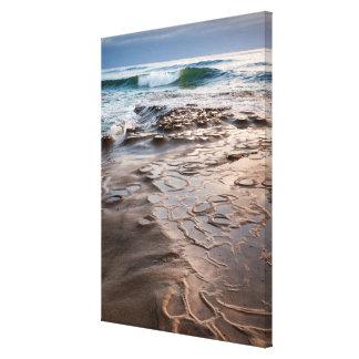 Toile Vague se cassant sur la plage, la Californie