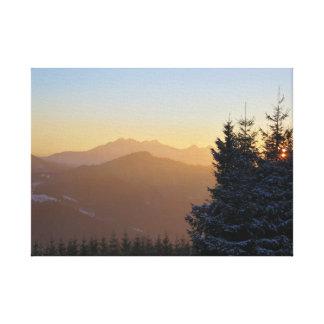 Toile Vue de coucher du soleil des montagnes de Tatras
