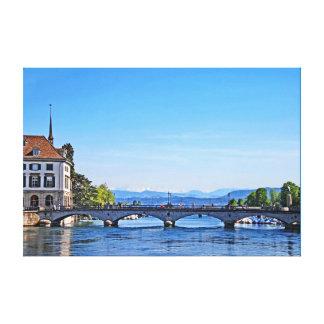 Toile Zurich. Limmat. Ville hôtel et pont