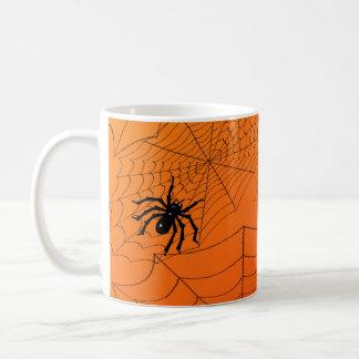 Toiles d'araignée sur l'orange mug