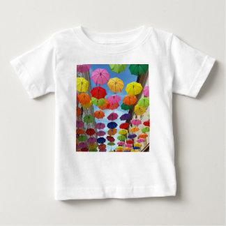 Toit des parapluies t-shirt pour bébé