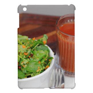 Tomate de carotte de gingembre préparant la salade étui iPad mini
