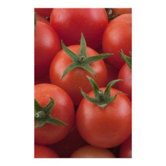Tomates cerise mûres de jardin papier à lettre