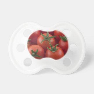 Tomates cerise mûres de jardin sucettes pour bébé