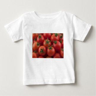 Tomates cerise mûres de jardin t-shirt pour bébé