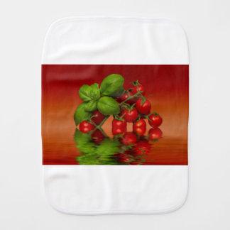Tomates cerise rouges Basil Linge De Bébé