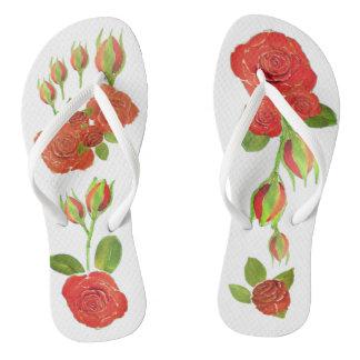 Tongs La douche florale de bourgeons de roses rouges