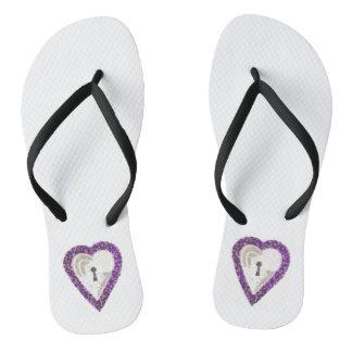 Tongs Les sandales des femmes de coeur de casier
