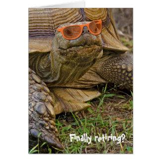 Tortue dans des lunettes de soleil pour la carte de vœux