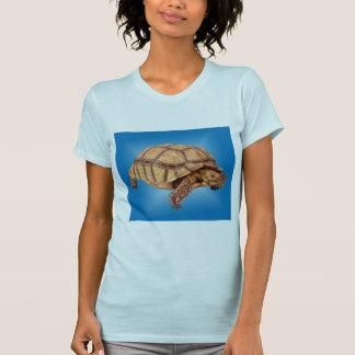 Tortue sur le bleu t-shirt