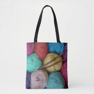 Tote Bag Boules de fil avec les aiguilles de tricot en bois