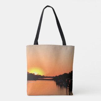 Tote Bag Coucher du soleil au-dessus de la rivière