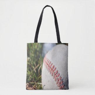 Tote Bag Fermez-vous d'un base-ball dans l'herbe
