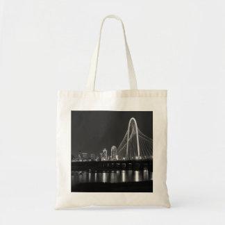 Tote Bag Gamme de gris de vue de pont de Dallas