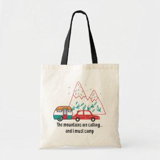 Tote Bag Montagnes, voiture rouge et campeur de larme de