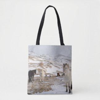 Tote Bag Paysage avec les chevaux islandais