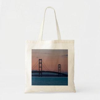 Tote Bag Pont de Mackinac au crépuscule