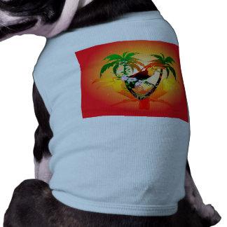 Toucan drôle se reposant sur une branche d'arbre tee-shirt pour toutou